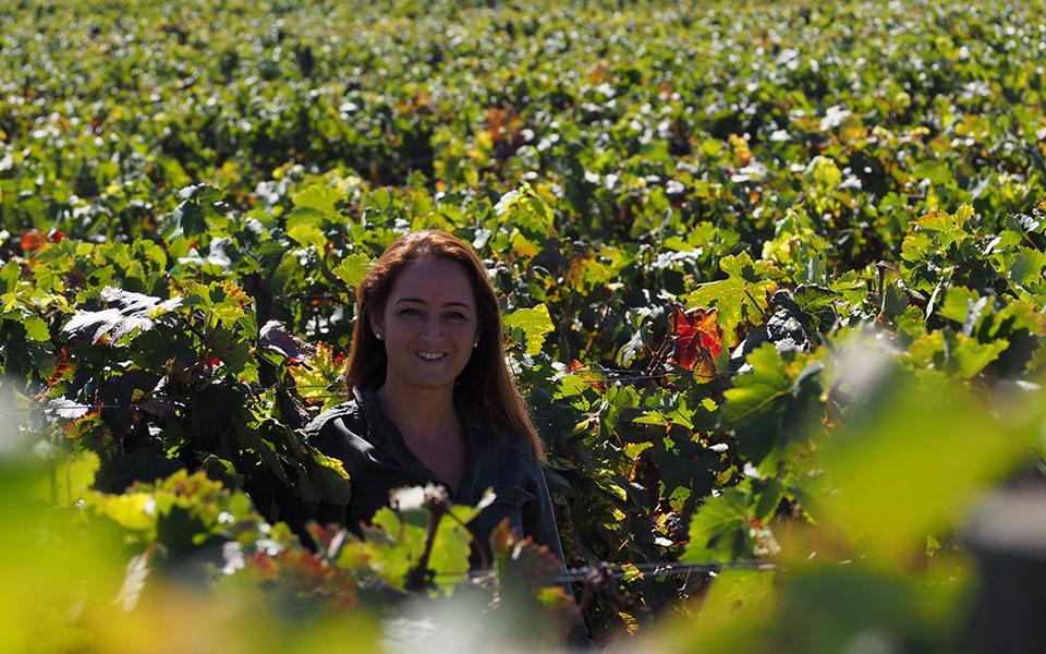 Produtora do vinho Rita Cabral de Almeida e Fonseca, no meio das vinhas.