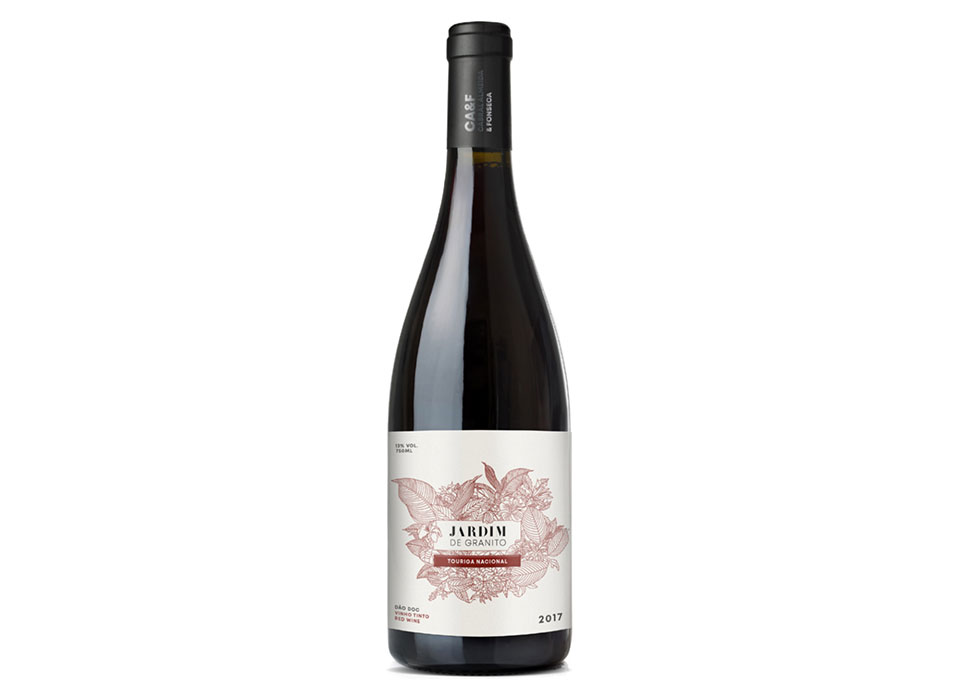 """Garrafa de vinho tinto, """"Jardim de Granito"""", Touriga Nacional."""